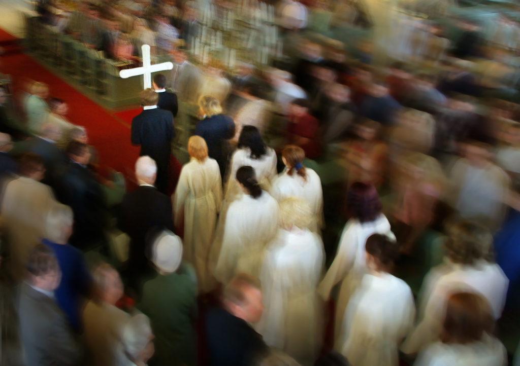 Rippikulkue kirkossa